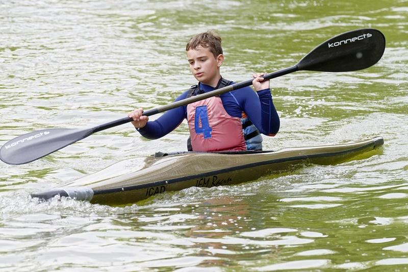 Canoa in Ciociaria - Bimbo In Canoa che pagaia