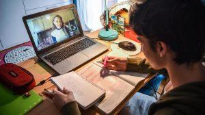 DAD a Frosinone - uno studente impegnato nella DAD