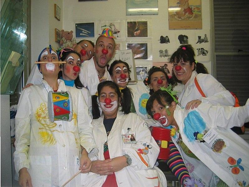 Clown terapia a Frosinone - volontari in posa