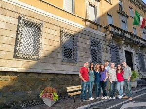Università di Perugia a Frosinone - Ex Banca E Studentidavanti alla nuova sede del comune