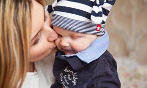 Mamme italiane - Bambino Con La Mamma che lo bacia
