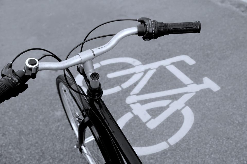 Riqualificazione della stazione - Pista Ciclabile con bici