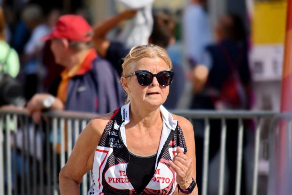 Progetto Solidiamo - Signora Che Corre una maratona