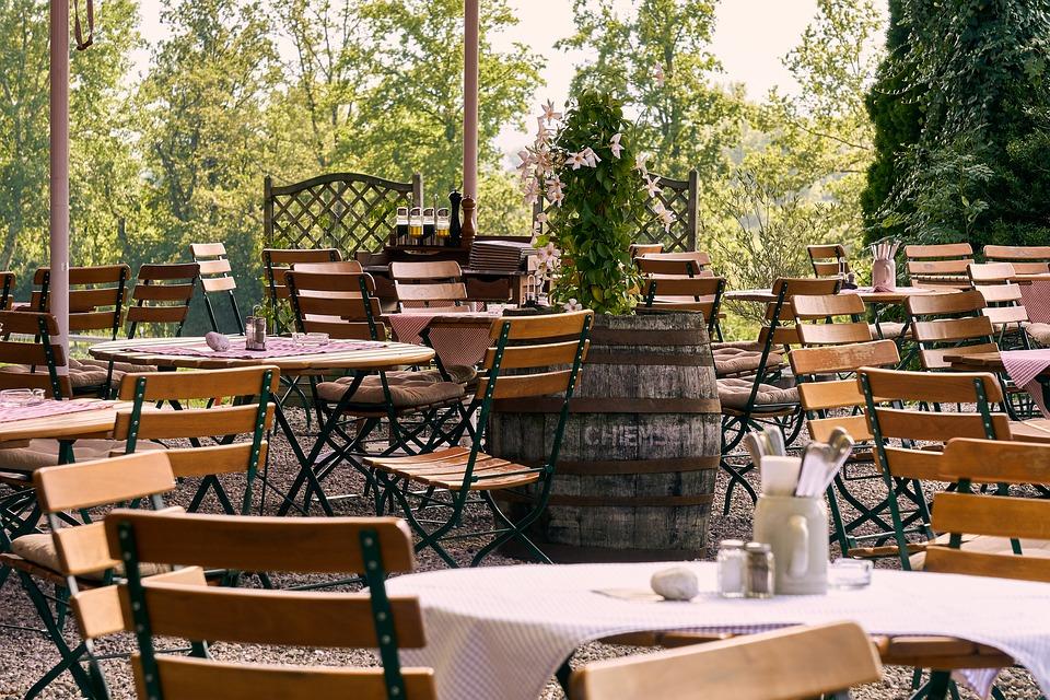 Le terrazze del Belvedere - Tavoli E Sedie in un ristorante