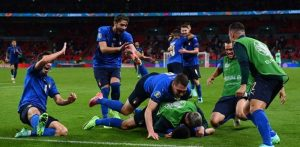 Gli Azzurri a Monaco - Calciatori Esultanti dopo la qualificazione
