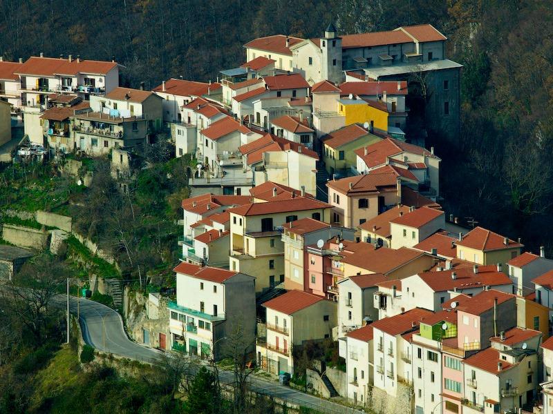 Panorama di montagna - San Biagio Saracinisco fotografato da un drone