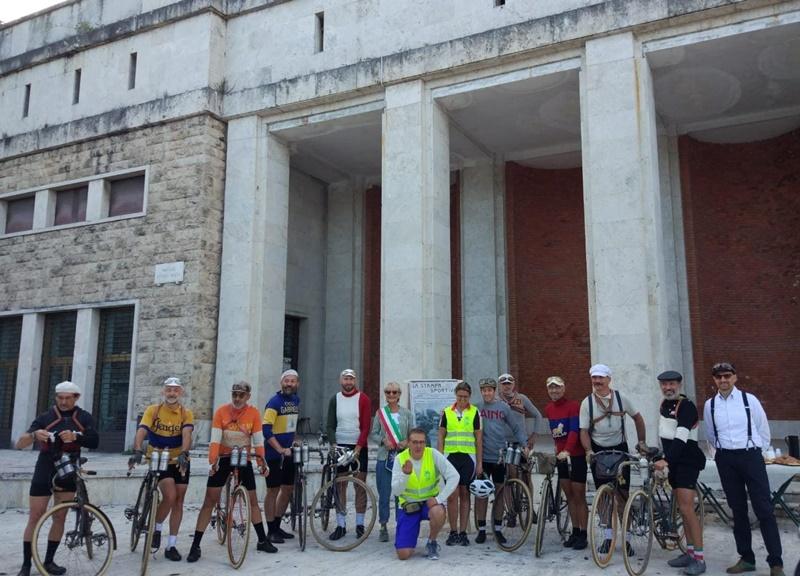 Ciclismo storico a Frosinone - Ciclisti schierati