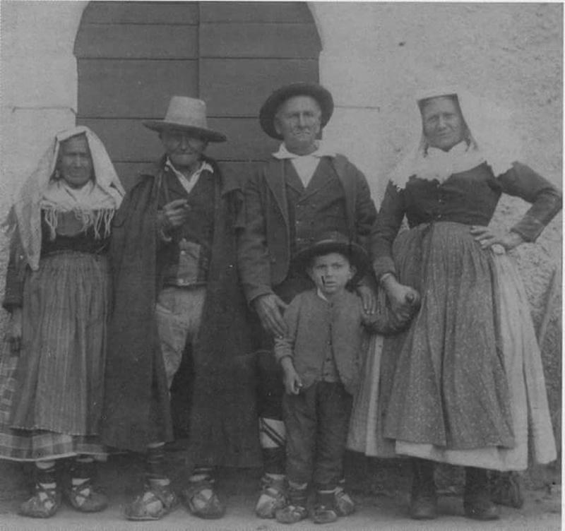 famiglia in foto - Famiglia Con Le Ciocie in posa