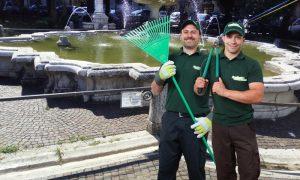 Evidenziando il Verde - operai davanti la fontana