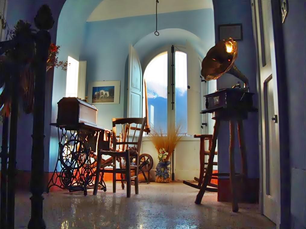 Casa Lawrence - soggiorno e Grammofono a casa Lawrence