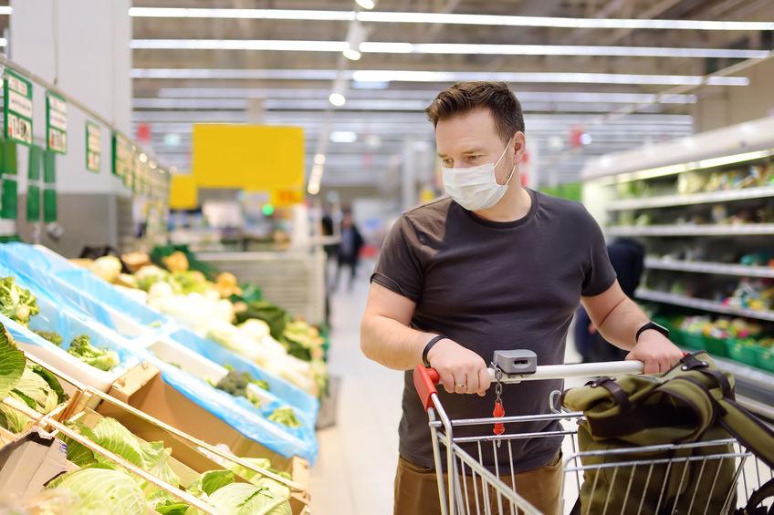 Aiuti per le famiglie - uomo con mascherina