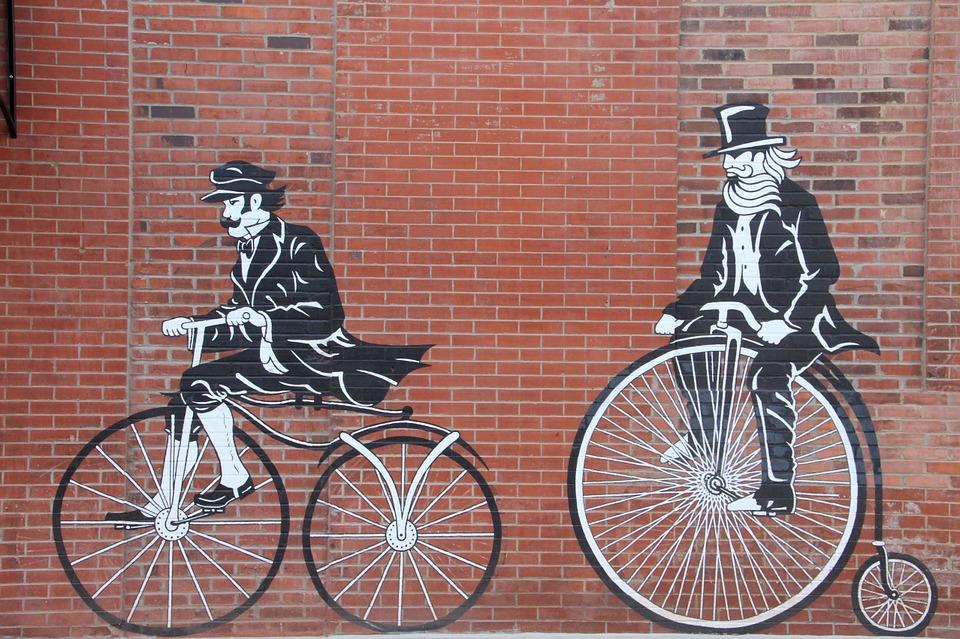 Ciclismo storico a Frosinone - Velocipede dipinto su un muro