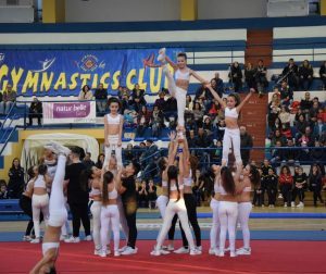 esercizio di cheerleading gymnastics club