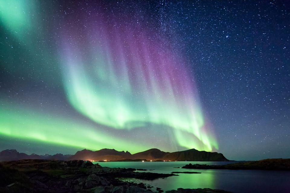 gemellaggi - L'aurora boreale vista dalle coste di Nordkapp