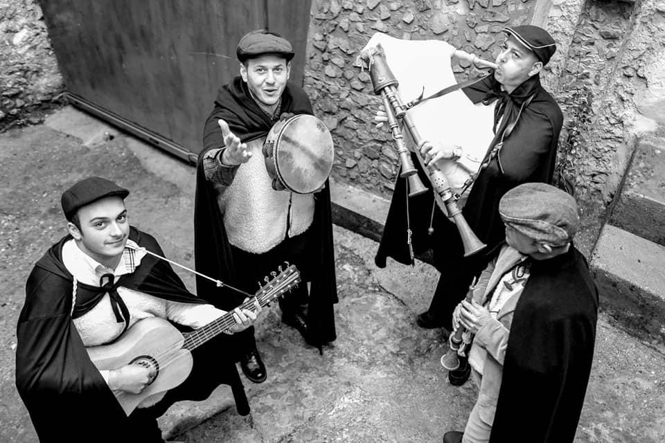 Strina - cantori per strada