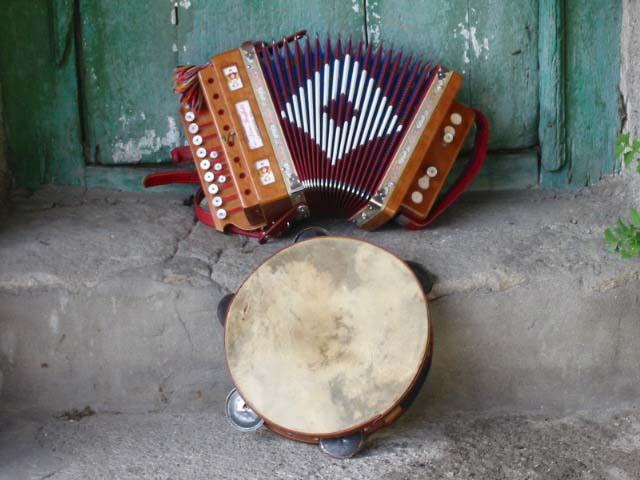 Strina - fisarmonica e tamburello