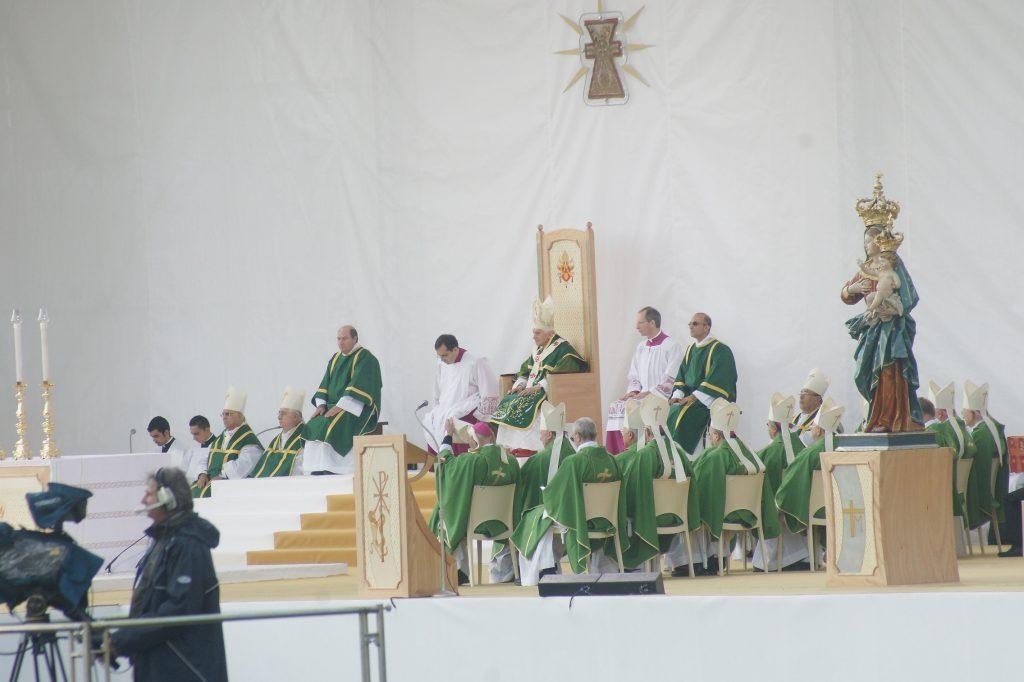 Chiesa San Benedetto - il papa a Lamezia