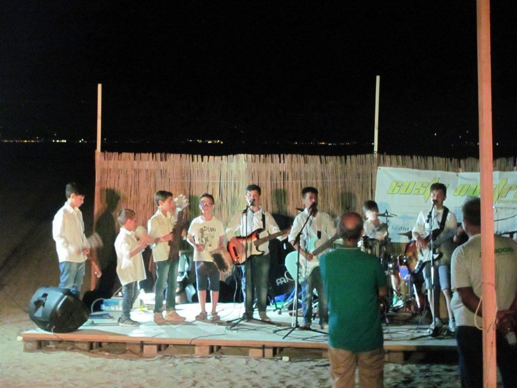 costa nostra - gruppo di giovani musicisti suona alla festa della cultura e dell'ambiente