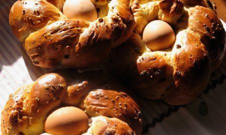 Dolci Di Pasqua Cuzzupe Con L'uovo