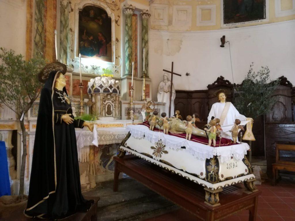 Processione- statua dell'addolorata e del cristo morto