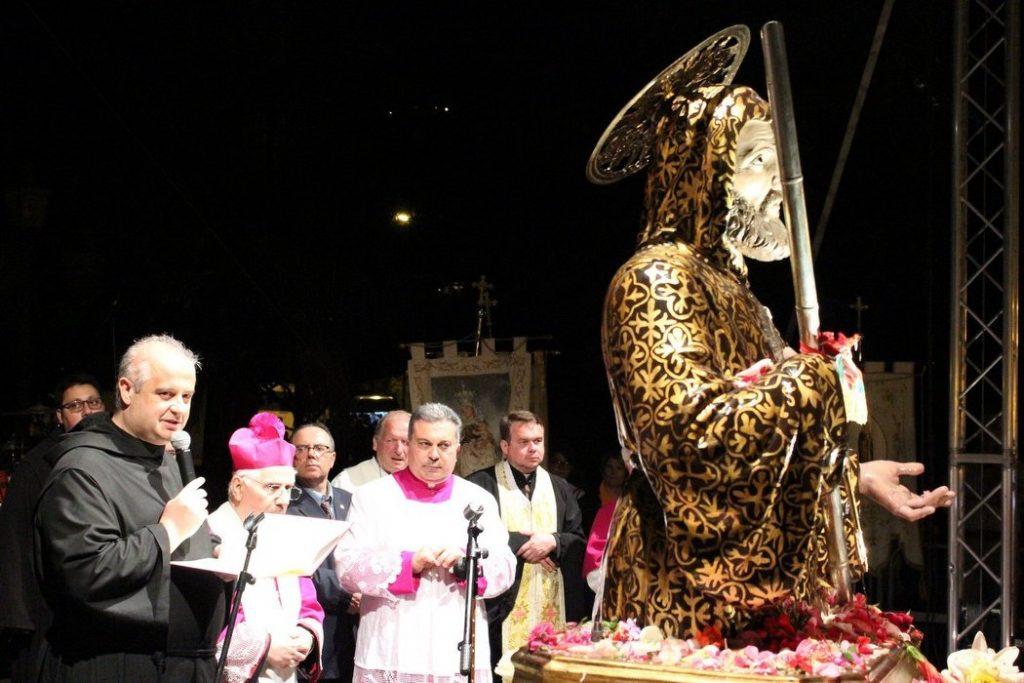 i padri minimi presiedono il rito in onore del santo