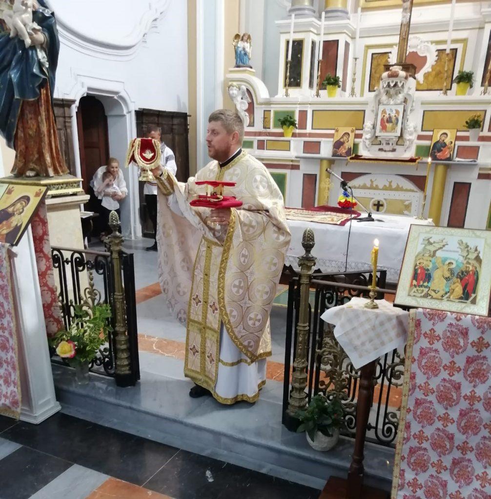 giornata di dialogo Padre Costantin ghimisi celebra la liturgia