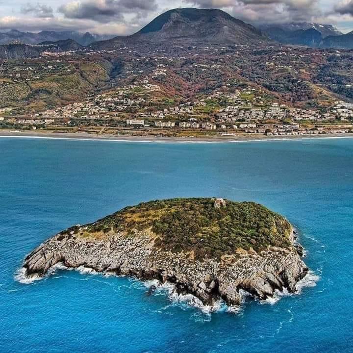 il circolo nautico all'Isola Di Dino in calabria