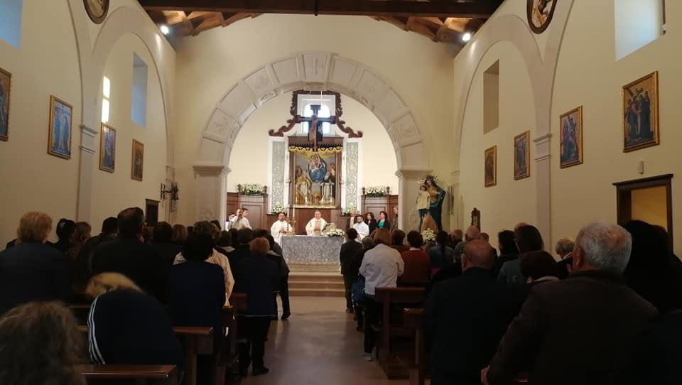 il santuario di dipodi gremito di fedeli