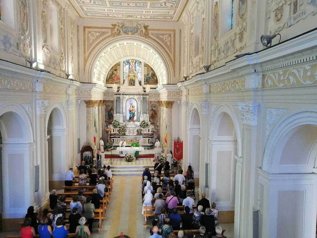 Fedeli Nella Chiesa Di Conflenti