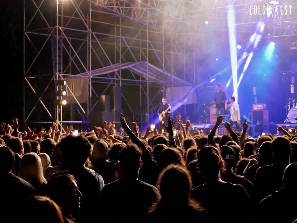 Color Fest Concerto di un gruppo pop