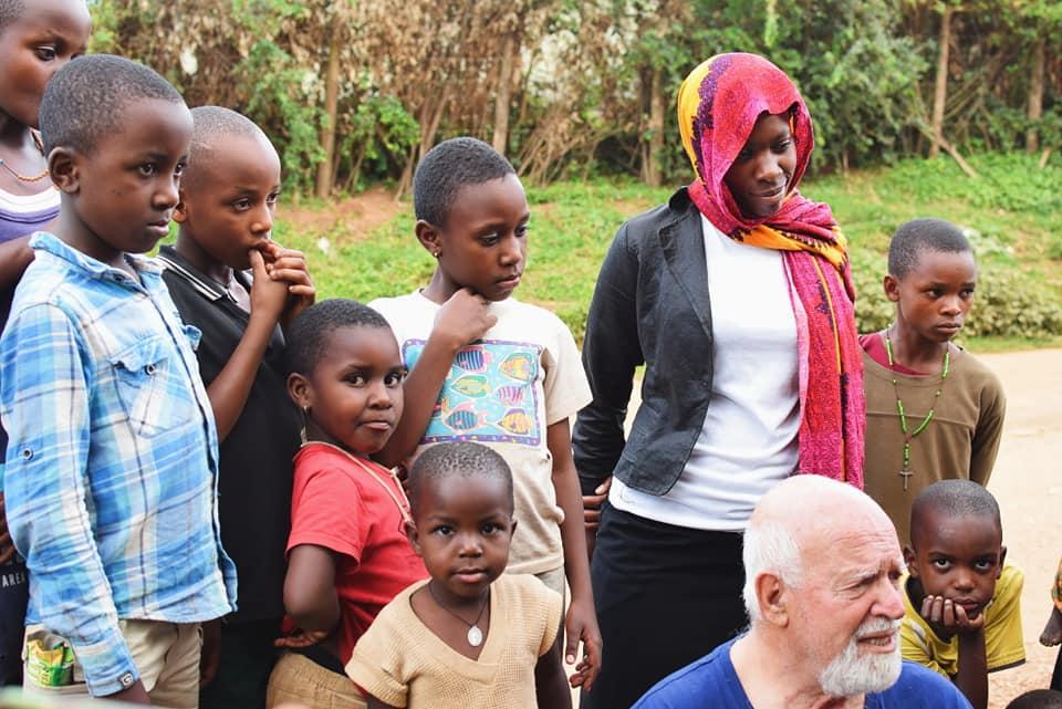 Padre Paolino Con I Bambini africani