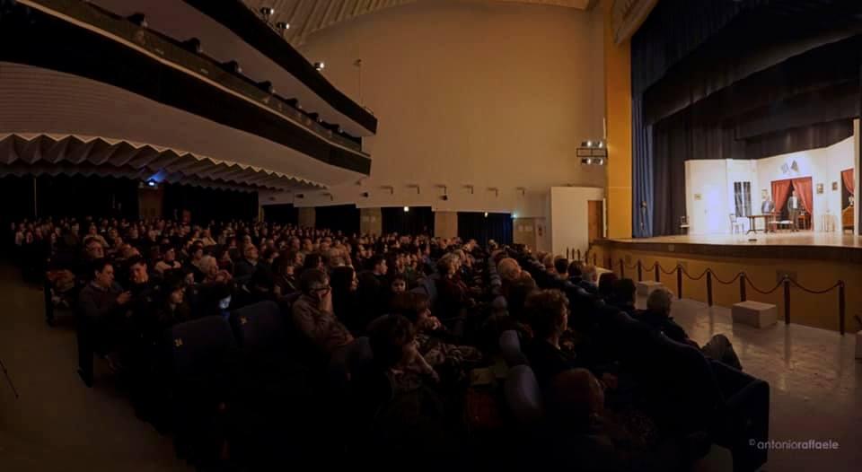 il Pubblico al Teatro comunale di Catanzaro durante uno spettacolo prima di quello di Flavio Insinna