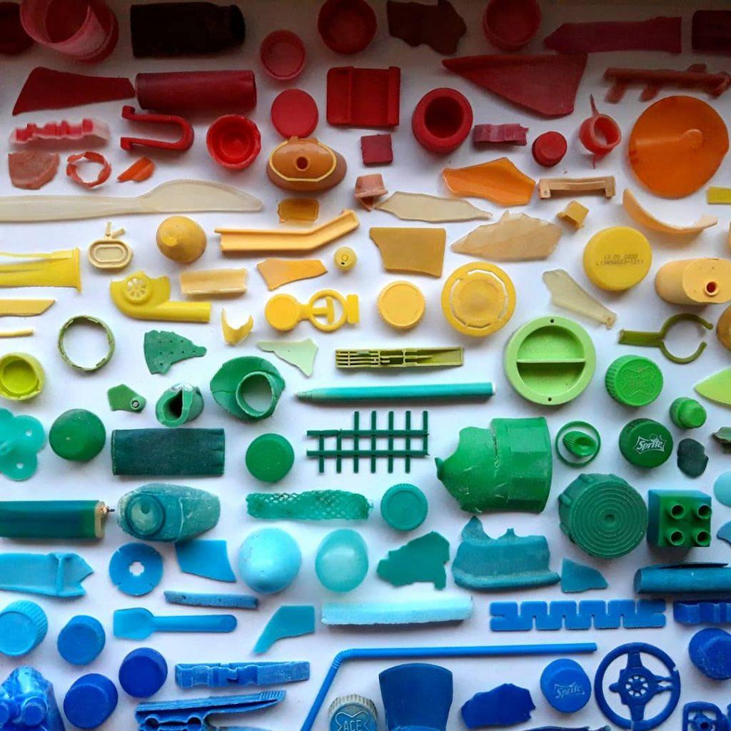 Rifiuti Speciali ridotti a piccoli pezzi colorati