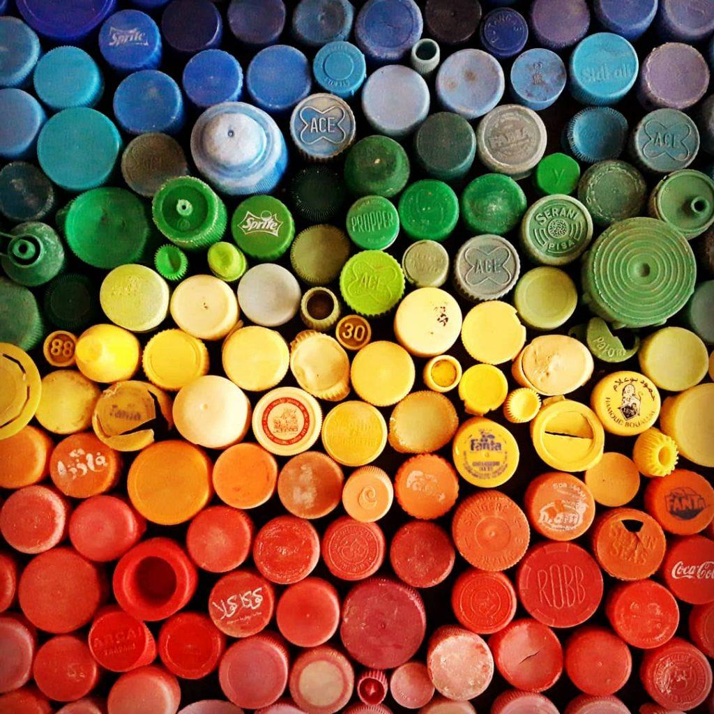 Rifiuti Speciali formati da tanti tappi colorati di bottiglia
