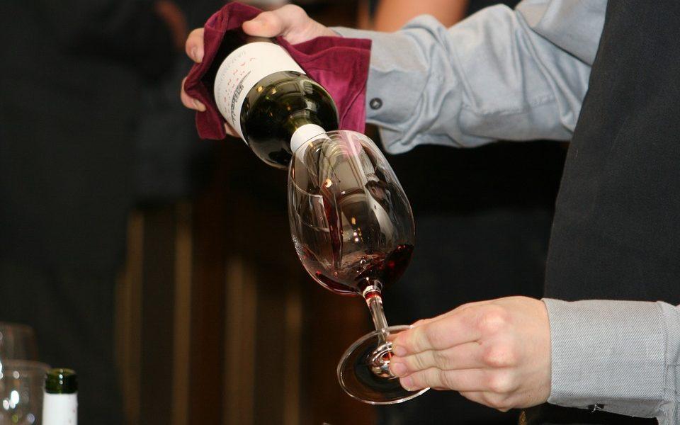 Vino Nuovo versato in bicchiere