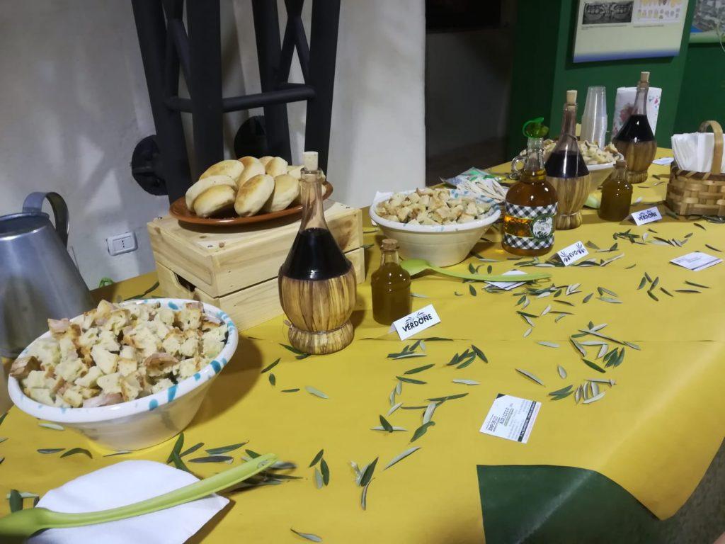 Oro Oliva Mensa con pane e olio