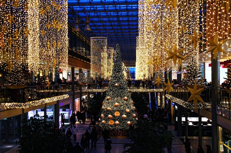 Atmosfera Natalizia in un centro commerciale