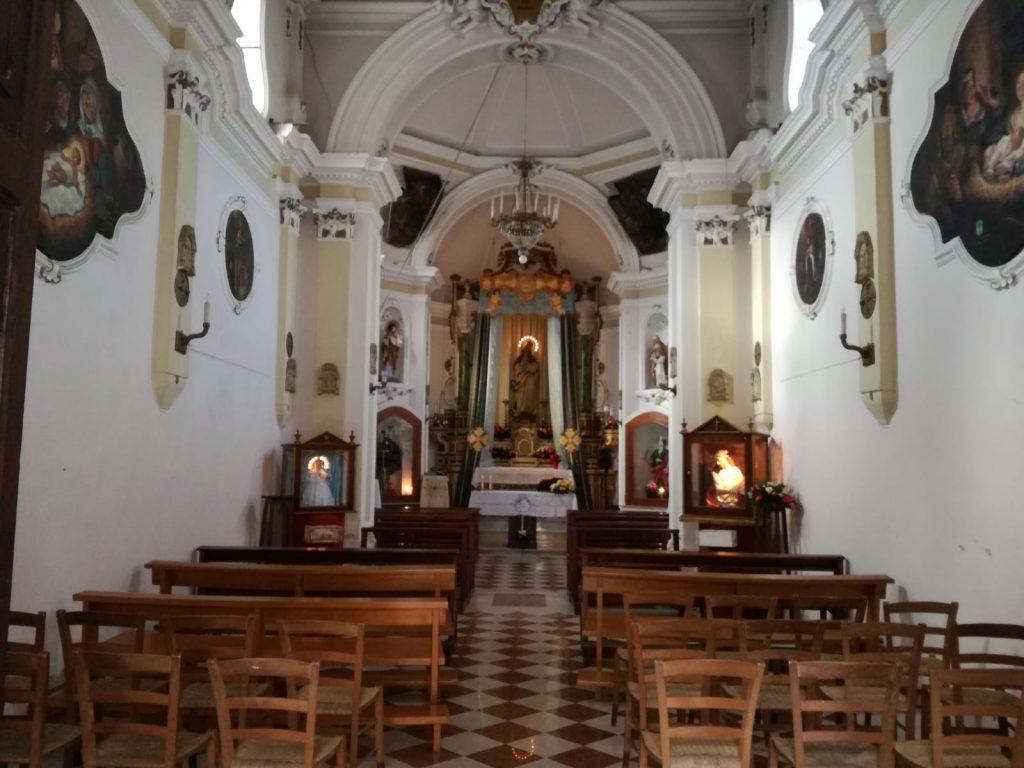 Immacolata Altare e navata centrale