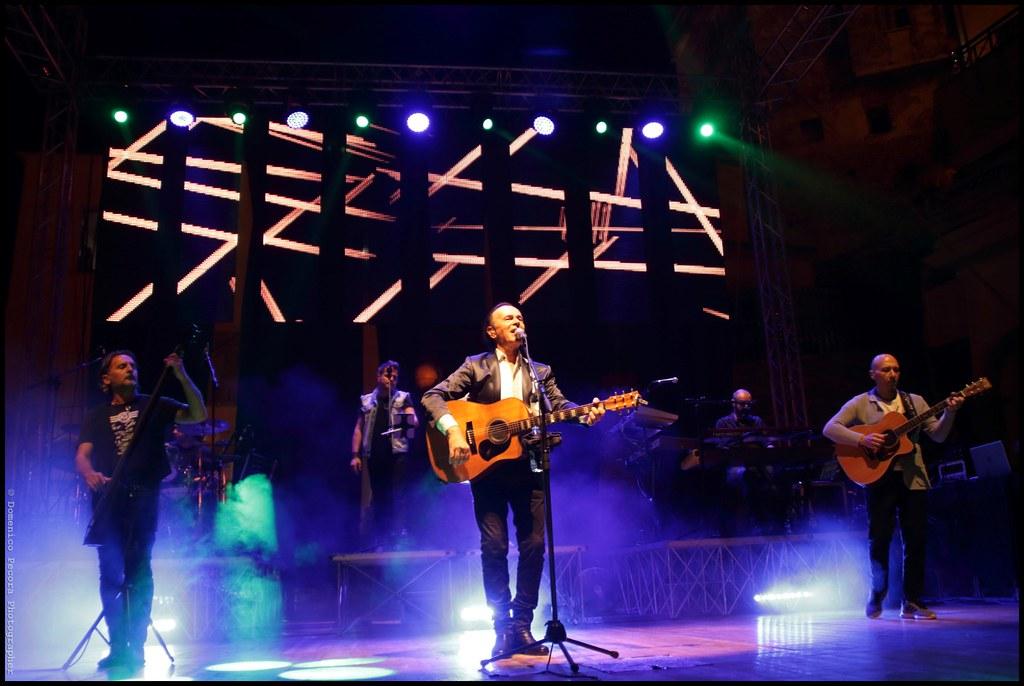 l'artista sul palco