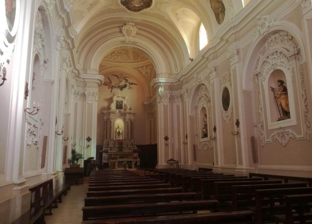 la chiesa all'interno
