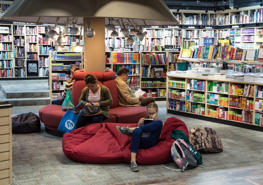 Giovani nelle biblioteche