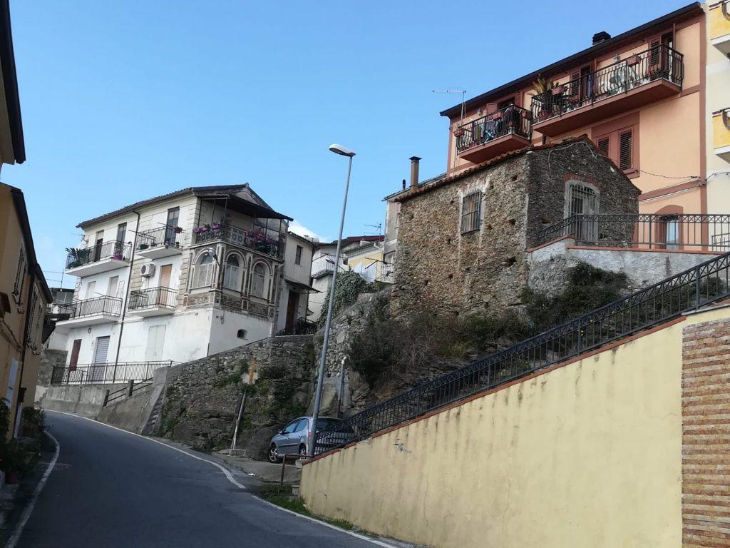 Zangarona Vicolo con vecchie case