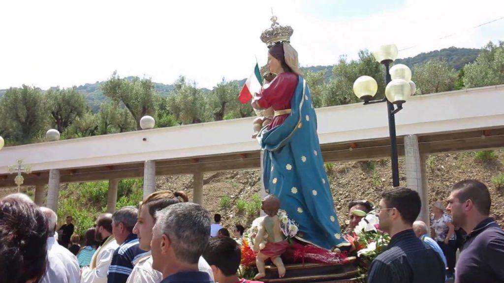 La Processione Della Madonna