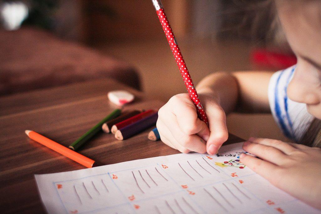 Scuola Bambina Scrive