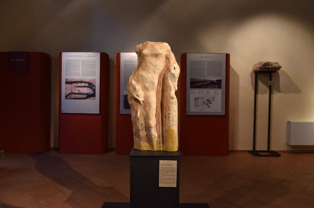 Statua Femminile Acefala Rinvenuta Nei Pressi Di Sant Eufemia Vetere Datata Ii I Secolo Avanti Cristo