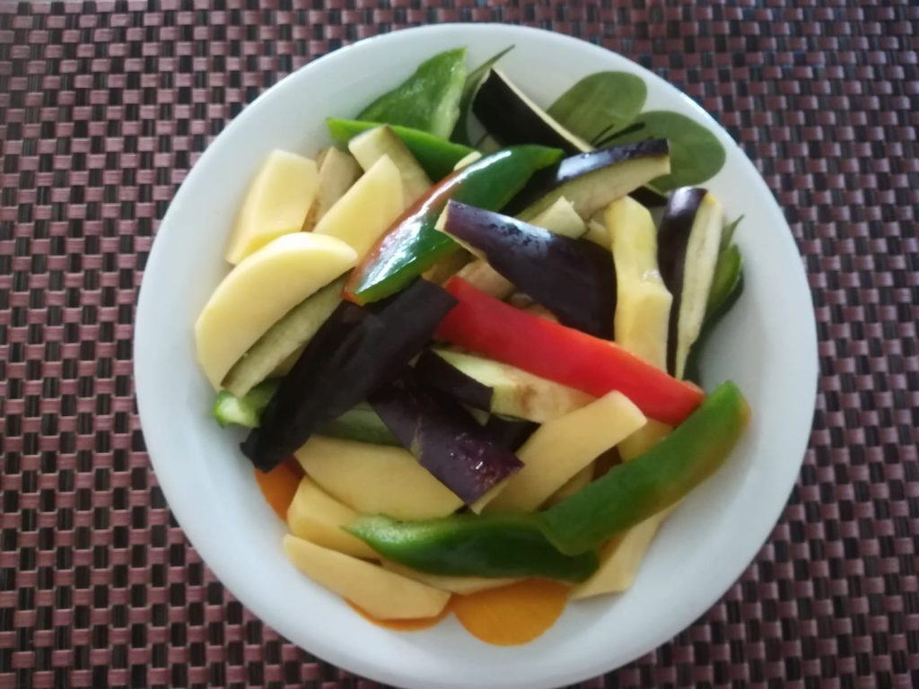Verdure Tagliate per pipi e patati