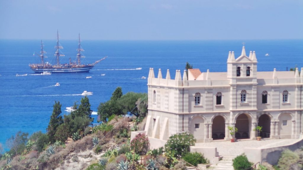 Nave A Tropea