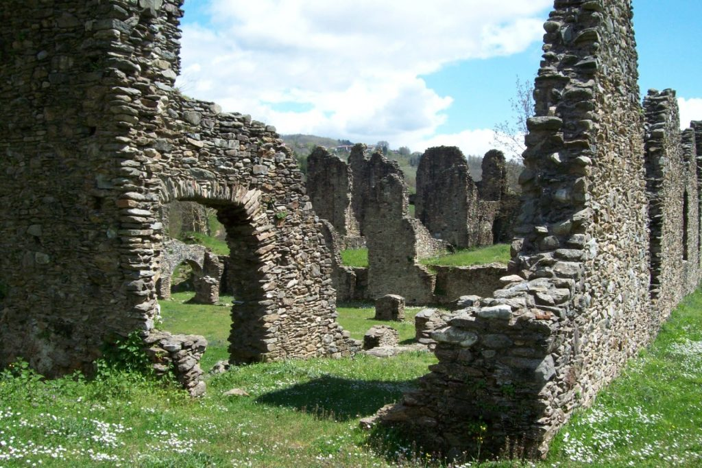Vista Del Chiostro Dell'abbazia Di Corazzo