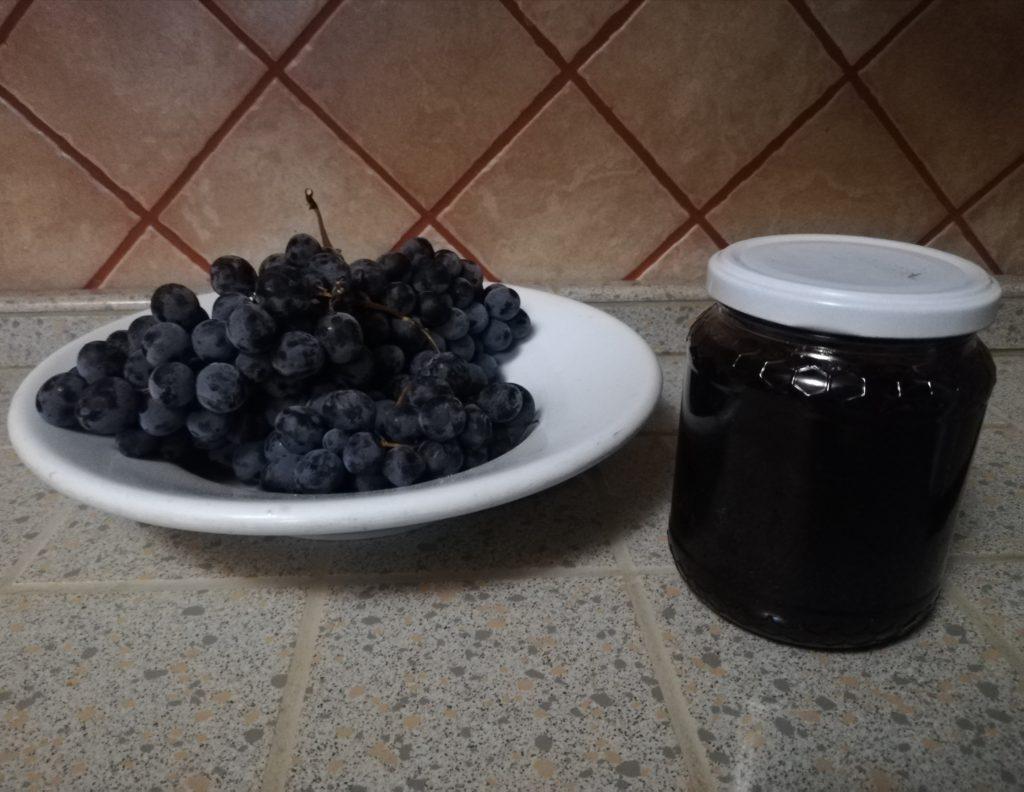 Marmellata d'uva in vasetto