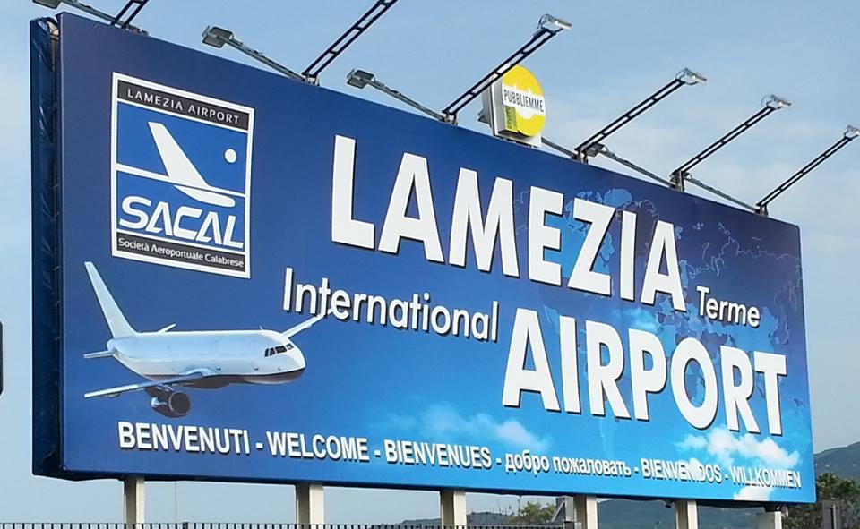 Cartello aeroporto romantico lamezia